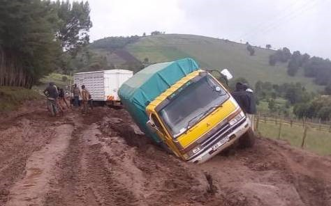 Potato trucks stuck in Elgeyo Marakwet, one of the major potato producing counties. The heavy rains make transport of potato on non-all weather roads very challenging. This lead to reduced supply to the markets and contributes to increased potato prices.
